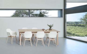 Andersen AC3 Chair White with wooden legs photographed with the T9 Table