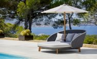 Cane-line Peacock Daybed, dark grey and light grey with parasol